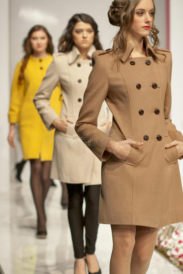 Τα μοντέλα μόδας σε Kyiv διαμορφώνουν το 2013 στοκ φωτογραφία