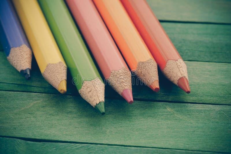 Τα μολύβια χρώματος με το φίλτρο επηρεάζουν τον αναδρομικό τρύγο στοκ φωτογραφίες με δικαίωμα ελεύθερης χρήσης