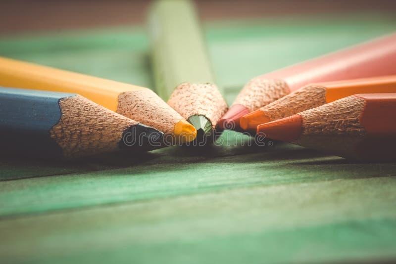 Τα μολύβια χρώματος με το φίλτρο επηρεάζουν τον αναδρομικό τρύγο στοκ εικόνα με δικαίωμα ελεύθερης χρήσης
