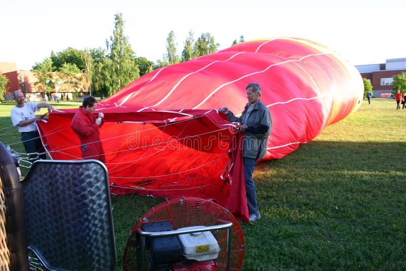 Τα μπαλόνια ζεστού αέρα γεμίζουν επάνω στοκ εικόνες με δικαίωμα ελεύθερης χρήσης