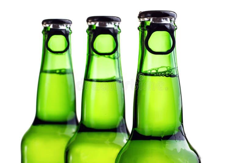 τα μπουκάλια μπύρας ανασκόπησης χρωματίζουν το ευγενές φωτογραφισμένο πορτοκάλι στούντιο κίτρινο στοκ φωτογραφία με δικαίωμα ελεύθερης χρήσης
