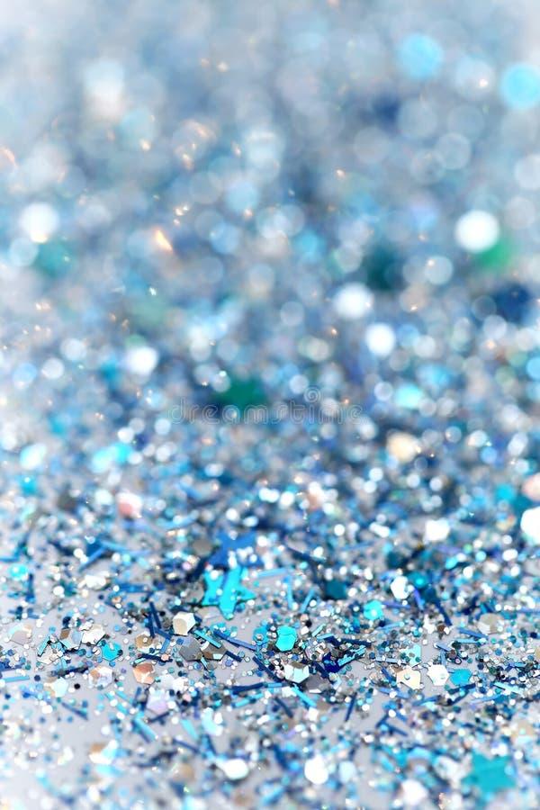 Τα μπλε και ασημένια παγωμένα χειμερινά λαμπιρίζοντας αστέρια χιονιού ακτινοβολούν υπόβαθρο Διακοπές, Χριστούγεννα, νέα αφηρημένη στοκ φωτογραφίες με δικαίωμα ελεύθερης χρήσης