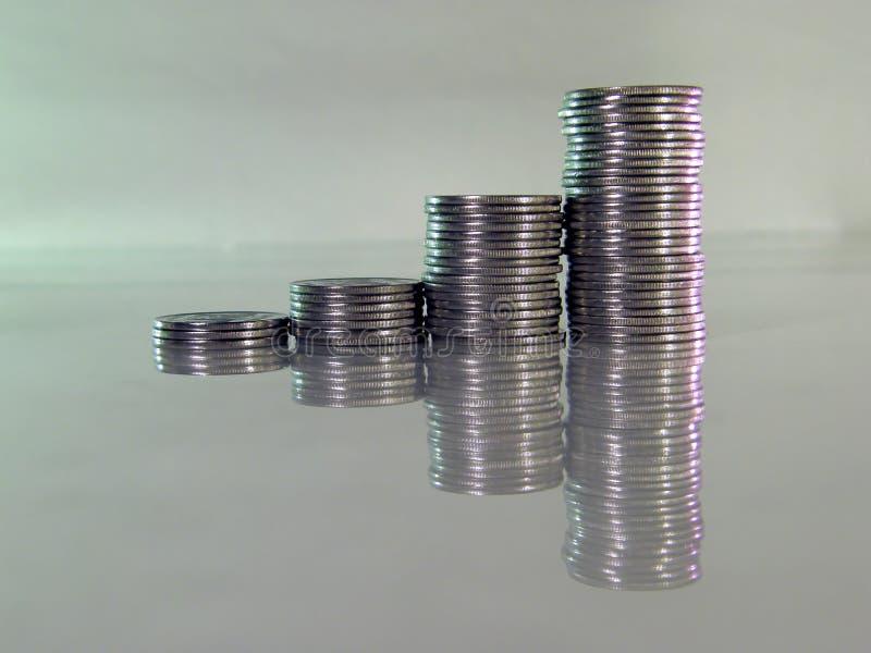 τα νομίσματα διαγραμμάτων που διπλώνονται το σωρό διαμορφώνουν στοκ φωτογραφία με δικαίωμα ελεύθερης χρήσης