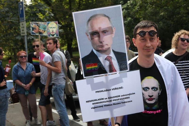 Τα ομοφυλοφιλικά ενεργά στελέχη διαμαρτύρονται ενάντια στους ρωσικούς αντι ομοφυλόφιλους νόμους στοκ φωτογραφίες με δικαίωμα ελεύθερης χρήσης