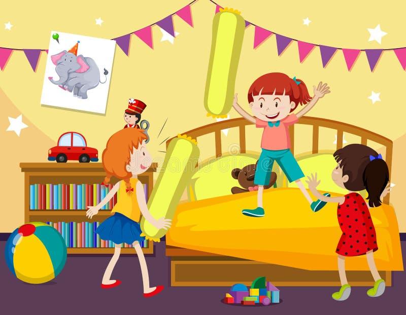 Τα παιδιά παίζουν την πάλη μαξιλαριών στην κρεβατοκάμαρα ελεύθερη απεικόνιση δικαιώματος