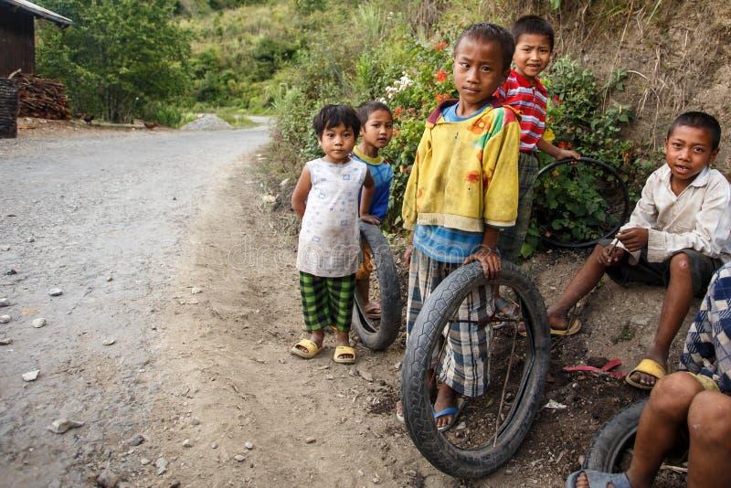 Τα παιδιά στο πηγούνι δηλώνουν την περιοχή, το Μιανμάρ στοκ εικόνες
