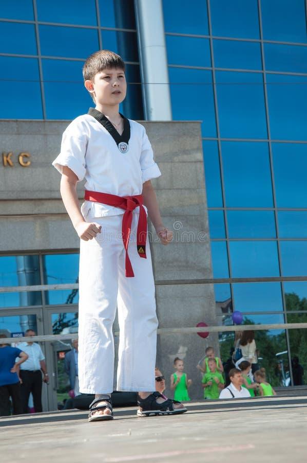 Τα παιδιά συμμετέχουν σε Taekwondo στοκ εικόνες