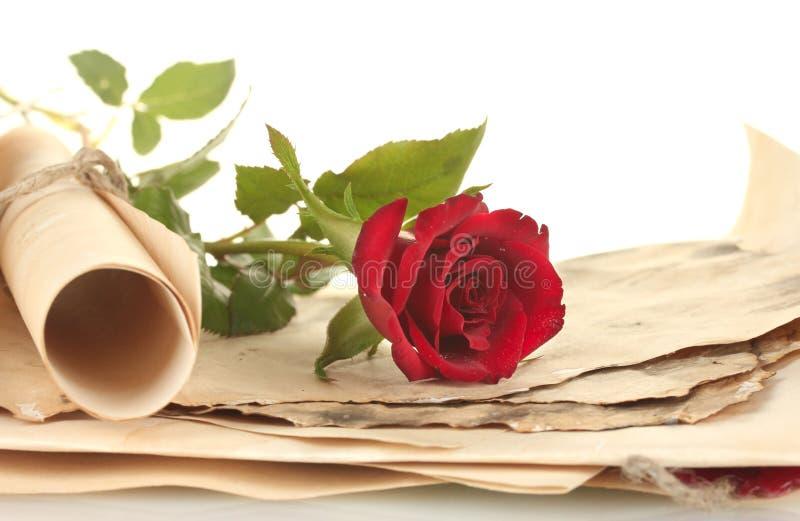 Τα παλαιές parchments και οι επιστολές με αυξήθηκαν στοκ φωτογραφίες με δικαίωμα ελεύθερης χρήσης