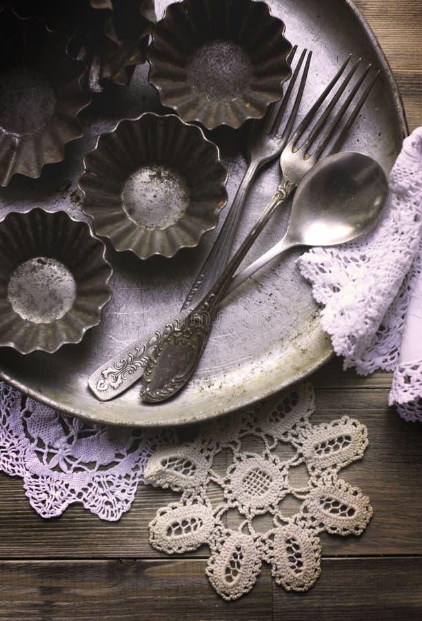 Τα παλαιά εργαλεία κουζινών στοκ εικόνα