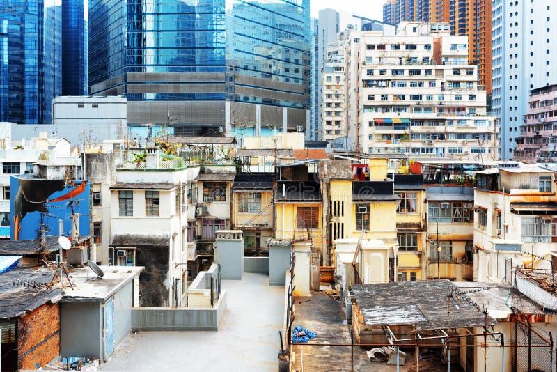 Τα παλαιά κτήρια συνυπάρχουν με τους σύγχρονους ουρανοξύστες στο Χονγκ Κονγκ στοκ εικόνες με δικαίωμα ελεύθερης χρήσης