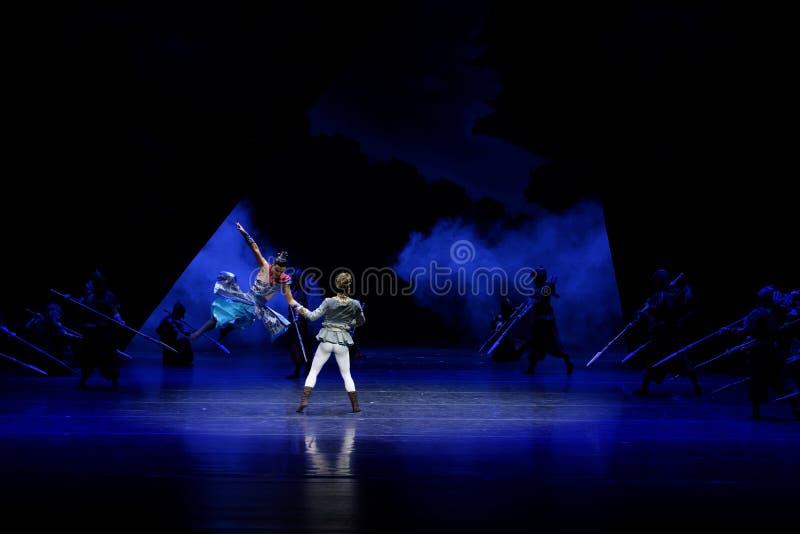 Τα πρωταθλήματα η 1-τέσσερα πράξη ` εμπόδισαν τον εκτελωνισμό ` - επική πριγκήπισσα ` μεταξιού δράματος ` χορού στοκ φωτογραφία με δικαίωμα ελεύθερης χρήσης