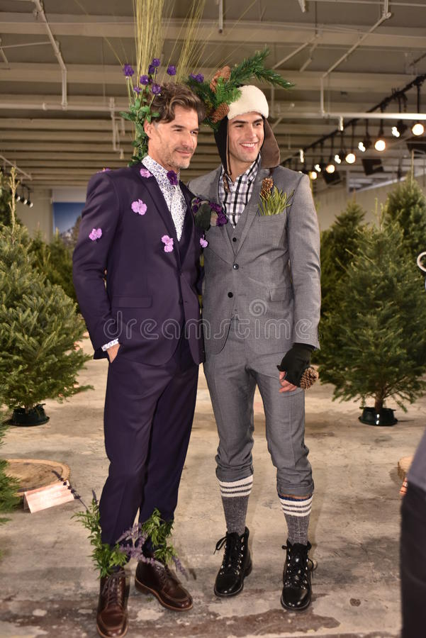 Τα πρότυπα θέτουν τη φθορά του Nick Graham κατά τη διάρκεια της πτώσης των ατόμων εβδομάδας μόδας της Νέας Υόρκης/του χειμώνα του στοκ φωτογραφίες