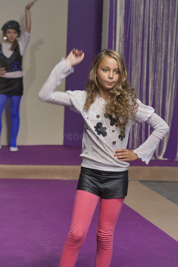 Τα πρότυπα νέων κοριτσιών σε Kyiv διαμορφώνουν το 2014 στοκ φωτογραφίες με δικαίωμα ελεύθερης χρήσης