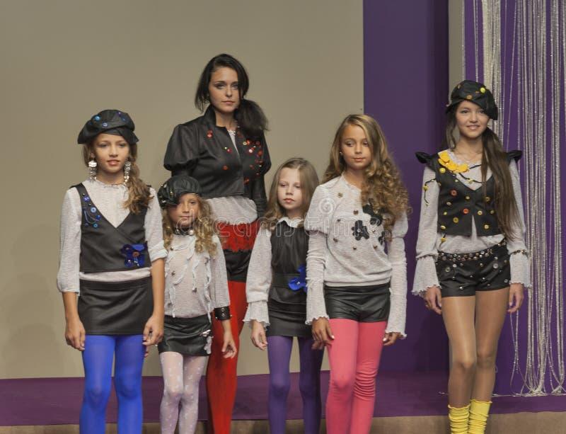 Τα πρότυπα νέων κοριτσιών σε Kyiv διαμορφώνουν το 2014 στοκ εικόνα
