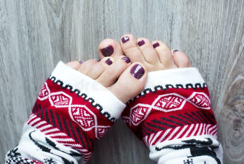 Τα πόδια σε Χριστούγεννα κτυπούν βίαια στοκ φωτογραφίες με δικαίωμα ελεύθερης χρήσης