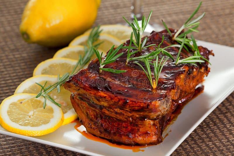 Τα πλευρά χοιρινού κρέατος, επιβραδύνουν μαγειρεμμένος στοκ εικόνες με δικαίωμα ελεύθερης χρήσης