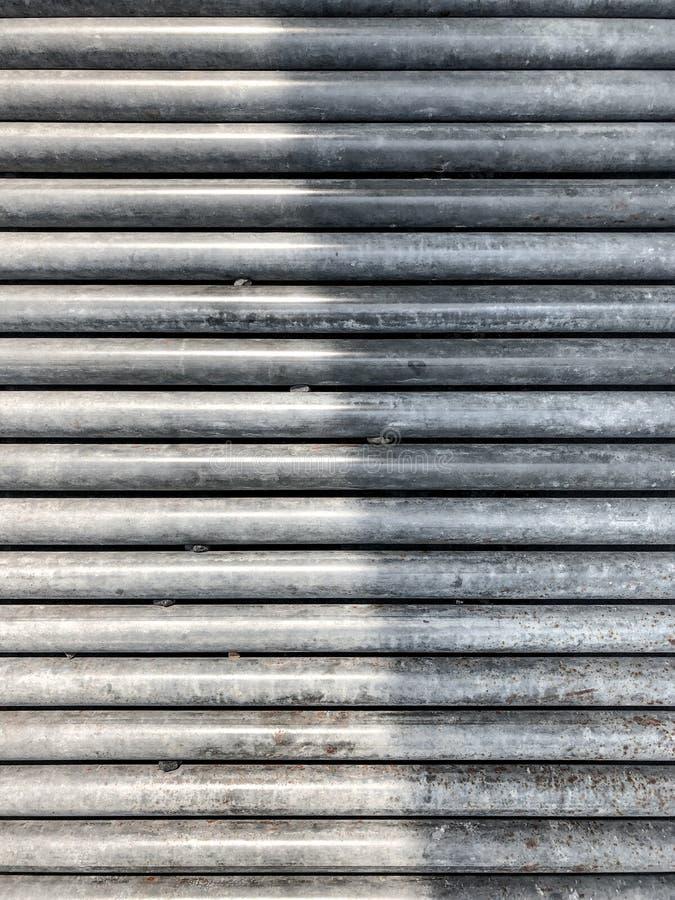 Τα ραβδιά χάλυβα ρόλων είναι τακτοποιούν στη γραμμή όπως ένα υπόβαθρο σχεδίων στοκ εικόνες