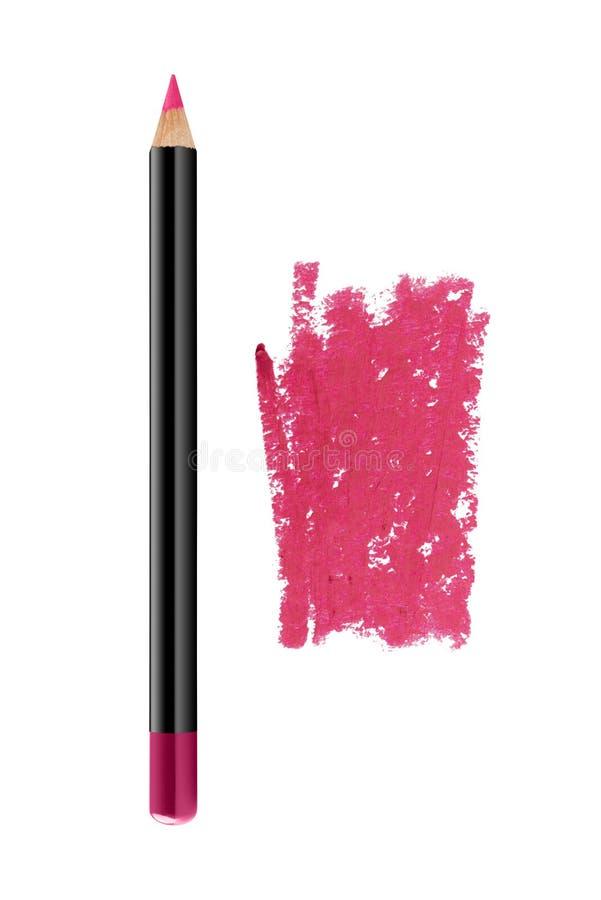 Τα ρόδινα χείλια περιγράφουν το καλλυντικό μολύβι με το δείγμα κτυπήματος χρώματος, προϊόν ομορφιάς που απομονώνεται στο άσπρο υπ στοκ εικόνα