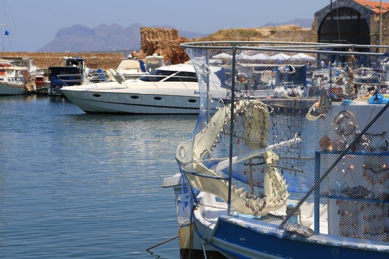 Τα σαγόνια ενός καρχαρία σε μια βάρκα στοκ εικόνες