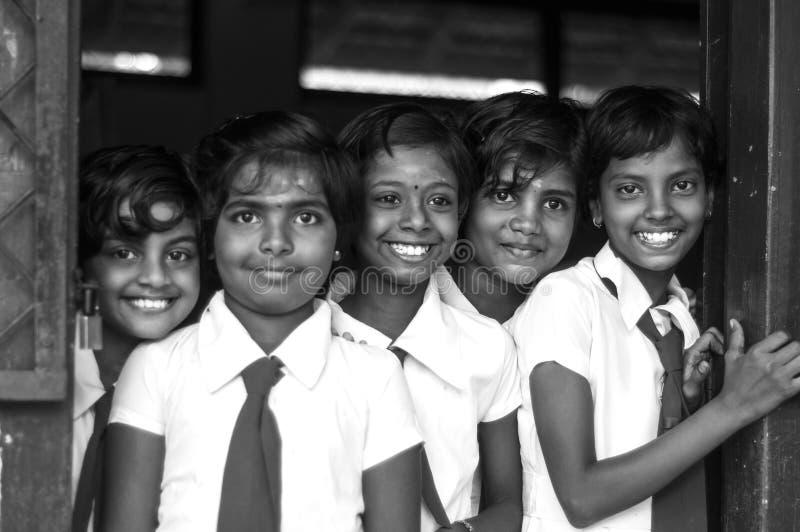 Τα σχολικά κορίτσια χαμογελούν στοκ εικόνες