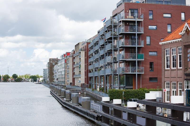 Τα σύγχρονα ολλανδικά σπίτια του Zaandam, Κάτω Χώρες στοκ εικόνα με δικαίωμα ελεύθερης χρήσης