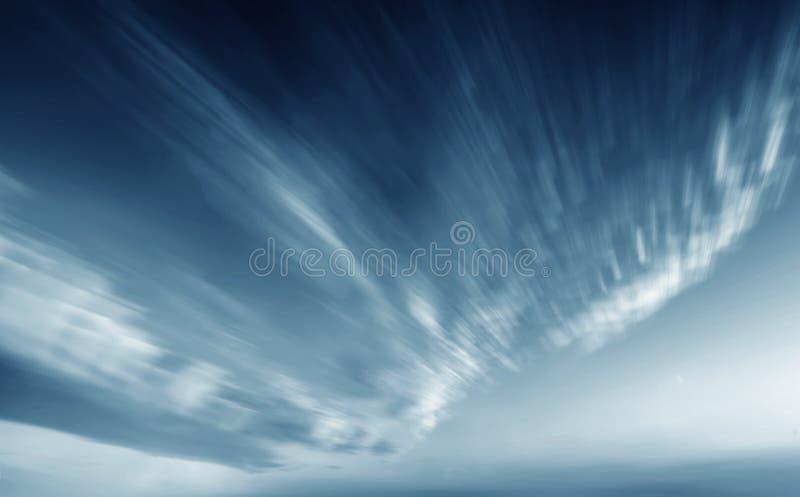 Τα σύννεφα πριν από τη θύελλα στοκ φωτογραφία