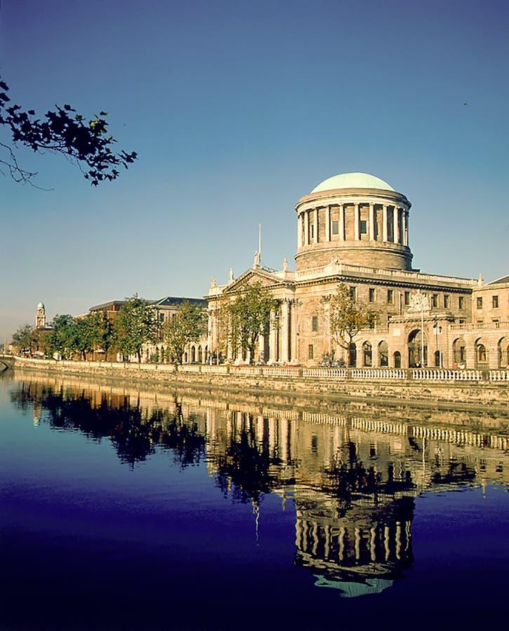 Τα τέσσερα δικαστήρια Δουβλίνο, Ιρλανδία στοκ φωτογραφία με δικαίωμα ελεύθερης χρήσης