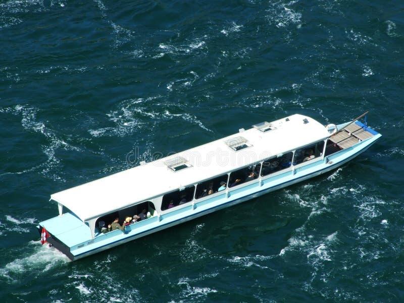 Τα ταξίδια βαρκών κατά μήκος του Ρήνου πέφτουν ή Schifffahrt AM Rheinfall, Neuhausen AM Rheinfall στοκ εικόνες