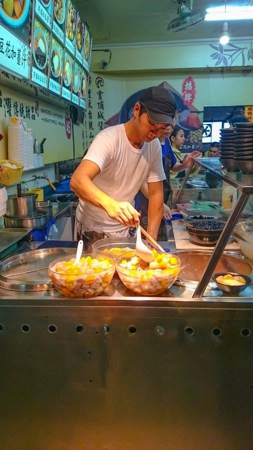 Τα ταϊβανικά τρόφιμα οδών μέσα η παλαιά πόλη Ταϊβάν του Ταιπέι οδών νέα στοκ εικόνα