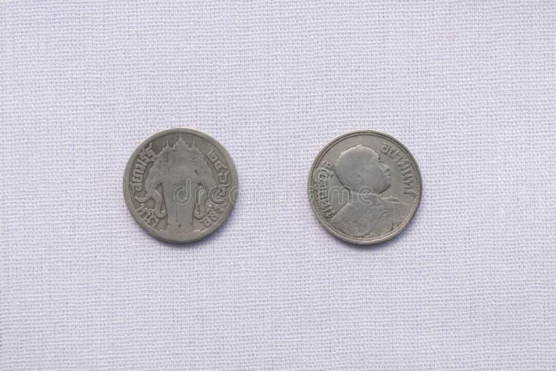 Τα ταϊλανδικά νομίσματα νομίσματος έχουν χρησιμοποιηθεί ένα εκατό πριν από χρόνια στοκ εικόνες με δικαίωμα ελεύθερης χρήσης