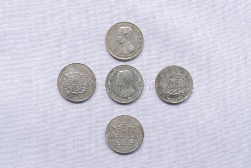 Τα ταϊλανδικά νομίσματα νομίσματος έχουν χρησιμοποιηθεί ένα εκατό πριν από χρόνια στοκ φωτογραφία με δικαίωμα ελεύθερης χρήσης