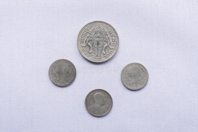Τα ταϊλανδικά νομίσματα νομίσματος έχουν χρησιμοποιηθεί ένα εκατό πριν από χρόνια στοκ εικόνα με δικαίωμα ελεύθερης χρήσης