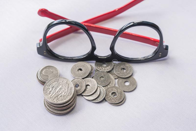 Τα ταϊλανδικά νομίσματα νομίσματος έχουν χρησιμοποιηθεί ένα εκατό πριν από χρόνια στοκ εικόνες