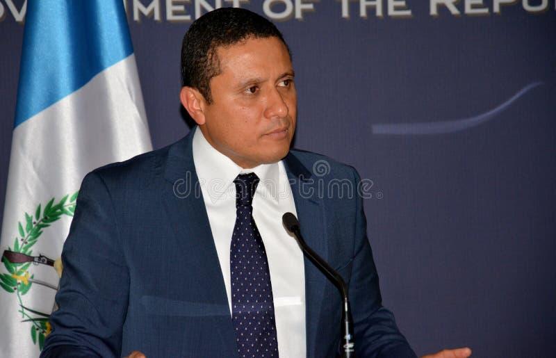 Τα της Γουατεμάλας ξένα ηθικά του Carlos Raul Υπουργών στη επίσημη επίσκεψη στη Σερβία δίνουν μια δήλωση Τύπου στοκ εικόνες με δικαίωμα ελεύθερης χρήσης