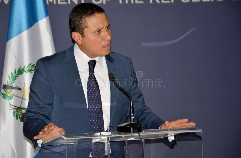 Τα της Γουατεμάλας ξένα ηθικά του Carlos Raul Υπουργών στη επίσημη επίσκεψη στη Σερβία δίνουν μια δήλωση Τύπου στοκ εικόνα με δικαίωμα ελεύθερης χρήσης