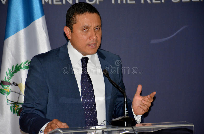 Τα της Γουατεμάλας ξένα ηθικά του Carlos Raul Υπουργών στη επίσημη επίσκεψη στη Σερβία δίνουν μια δήλωση Τύπου στοκ φωτογραφίες με δικαίωμα ελεύθερης χρήσης