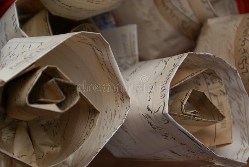 Τα τριαντάφυλλα λεπτομέρειας από το παλαιό έγγραφο σε μια αγορά χρονοτριβούν την ημέρα SAN Jordi σε Catalunya στοκ φωτογραφίες