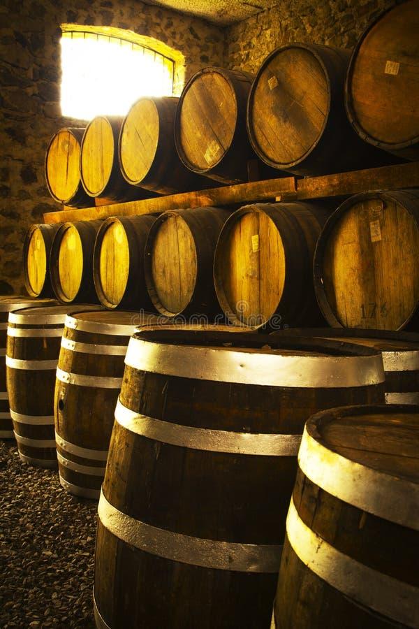 τα τρισδιάστατα βαρέλια ανασκόπησης διαμορφώνουν το άσπρο κρασί στοκ φωτογραφίες