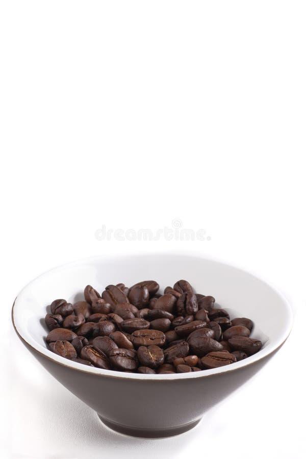 τα φασόλια κυλούν τον καφετή καφέ που ψήνεται στοκ εικόνες