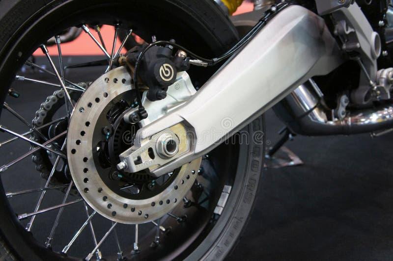 Τα φρένα δίσκων μοτοσικλετών απαιτούνται για να παρέχουν περισσότερο πιάσιμο στις ρόδες και να επιτρέψουν στους αναβάτες για να σ στοκ εικόνες