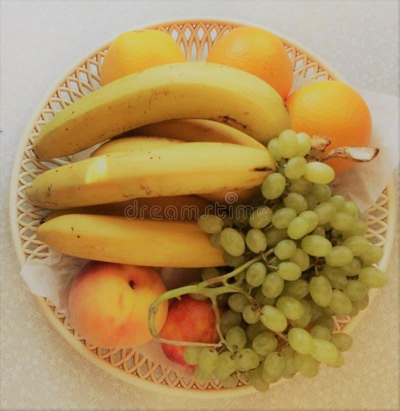 Τα φρούτα στο πιάτο στοκ φωτογραφία με δικαίωμα ελεύθερης χρήσης
