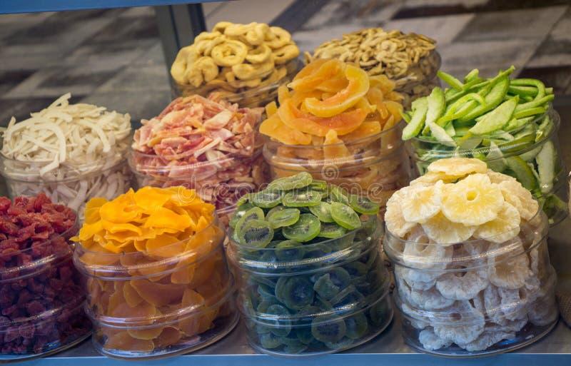 Τα φυσικά ξηρά φρούτα πωλούν στην αγορά στοκ φωτογραφία με δικαίωμα ελεύθερης χρήσης