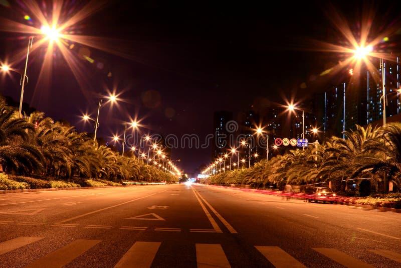 Τα φω'τα κάτω από τη νύχτα Kunming στοκ εικόνες
