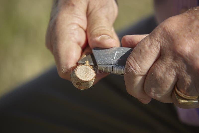 Τα χέρια του γλύπτη εργαζόμενος στοκ φωτογραφίες με δικαίωμα ελεύθερης χρήσης