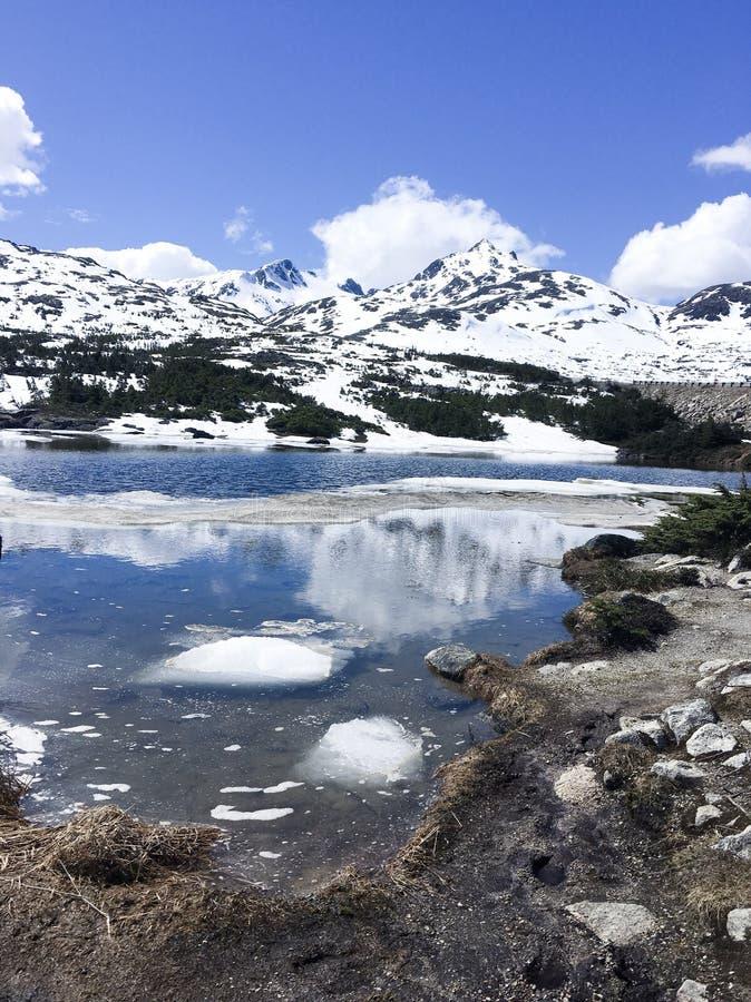 Τα χιονισμένα βουνά στοκ εικόνες με δικαίωμα ελεύθερης χρήσης