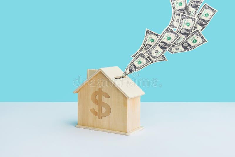 Τα χρήματα αποταμίευσης ή οι οικονομικές έννοιες με την εγχώρια piggy τράπεζα και το λογαριασμό δολαρίων στην κρητιδογραφία χρωμα στοκ εικόνες