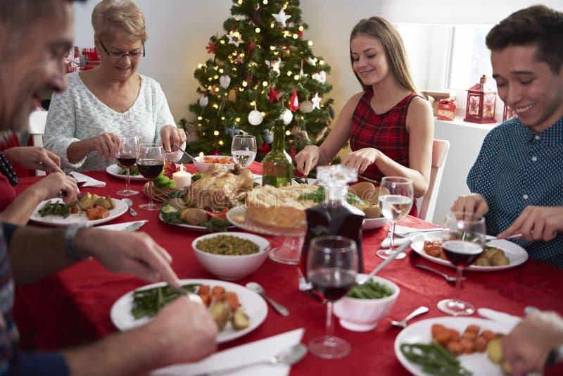 τα Χριστούγεννα διακοσμούν τις φρέσκες βασικές ιδέες γευμάτων στοκ εικόνες