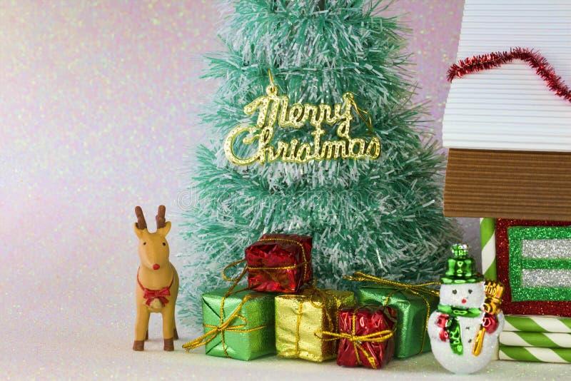 Download τα Χριστούγεννα διακοσμούν τις φρέσκες βασικές ιδέες διακοσμήσεων Στοκ Εικόνες - εικόνα από εποχή, δώρο: 62708038