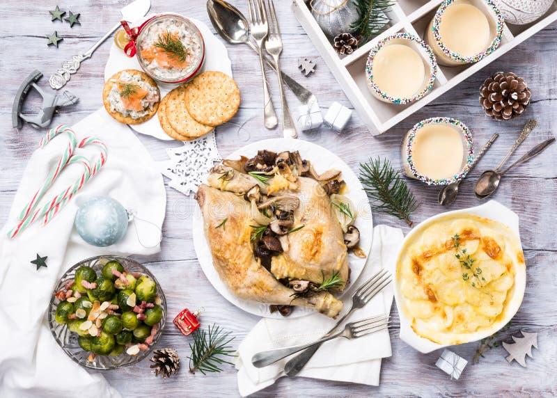 Τα Χριστούγεννα ο πίνακας γευμάτων στοκ εικόνες