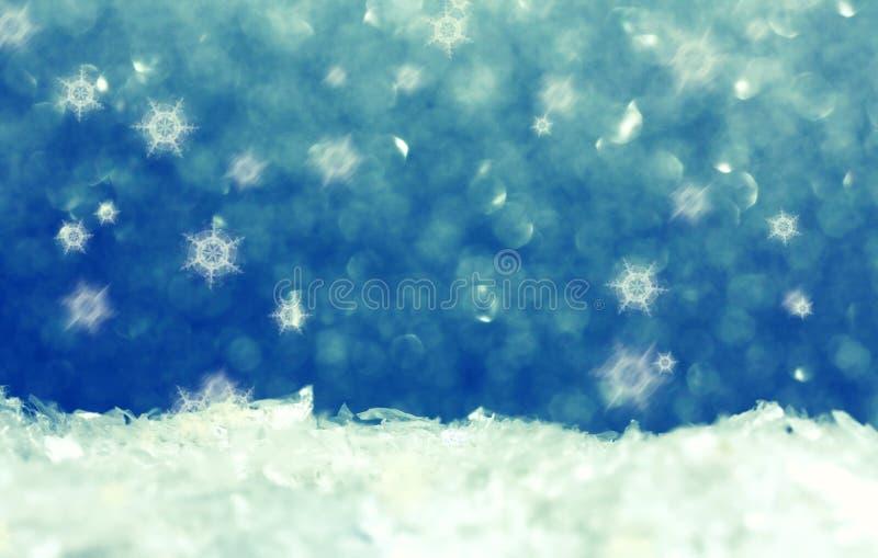 Τα Χριστούγεννα το υπόβαθρο, το χιόνι και snowflakes διακοπών στοκ εικόνες